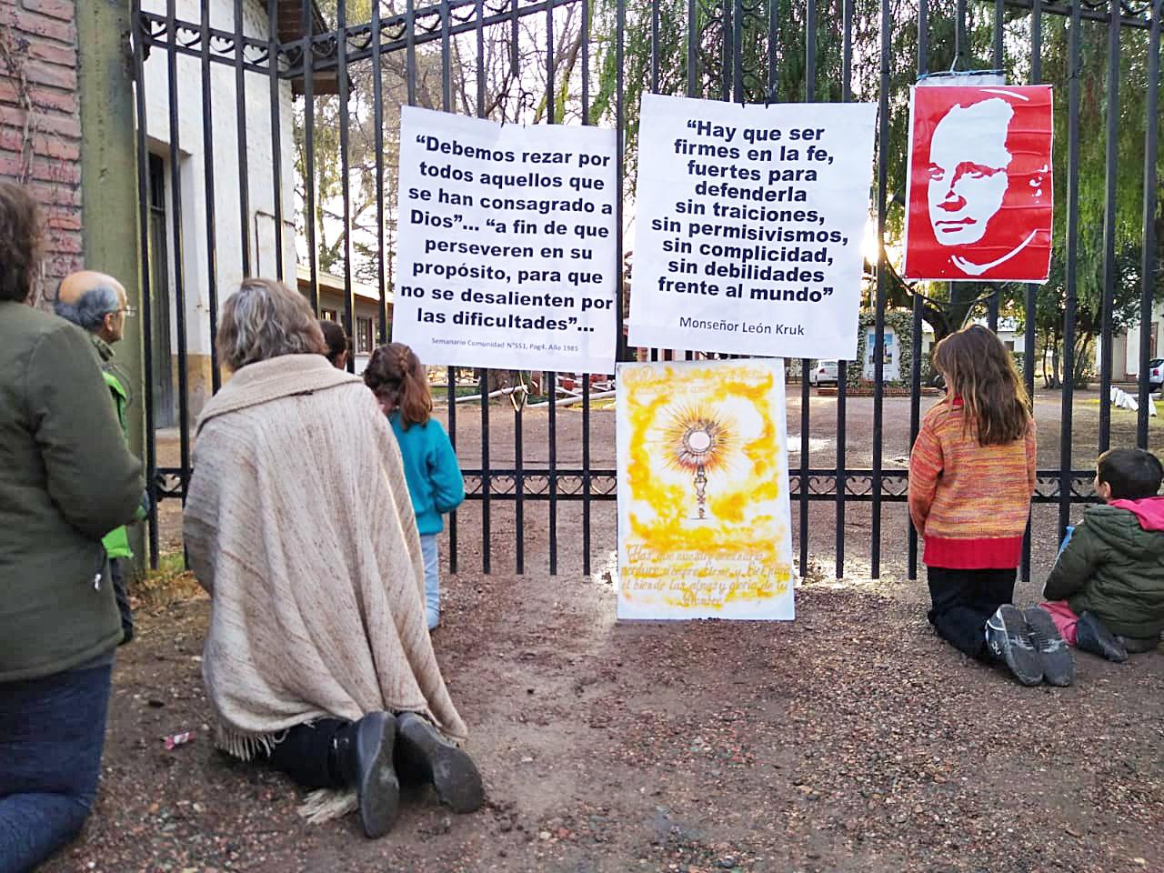 Protestas ante el Seminario