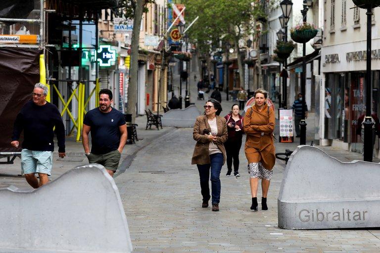 Con el 80% de su población vacunada contra el COVID-19, Gibraltar ya permite caminar por la calle sin mascarillas